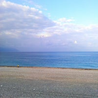 Photo taken at 七星潭 Chihsingtan Beach by 瑋 陳. on 10/22/2012