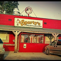 Photo taken at Sporty's Wing Shack & Smoke House by Holly D. on 7/18/2013