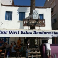 รูปภาพถ่ายที่ Girit Sakız Dondurmacısı Nazmi Usta โดย Kemal Gökhan U. เมื่อ 8/15/2013
