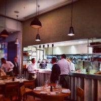 12/21/2013 tarihinde Tom A.ziyaretçi tarafından Tom's Kitchen'de çekilen fotoğraf