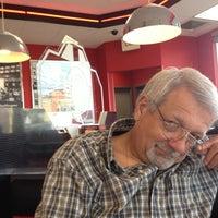 Photo taken at Steak 'n Shake by Pamella B. on 11/21/2013