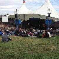 Foto tomada en Shoreline Amphitheatre por David J. el 10/21/2012
