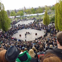 Photo taken at Sonntagskaraoke im Mauerpark by Righi T. on 5/16/2014