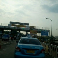 Photo taken at Gerbang Tol Pasar Rebo by umminya a. on 6/2/2013