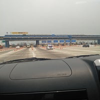 Photo taken at Gerbang Tol Cikarang Utama by umminya a. on 9/24/2017