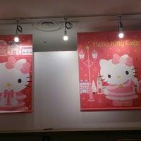 11/14/2014에 zutto t.님이 ハローキティカフェ / THE GUEST cafe&diner에서 찍은 사진
