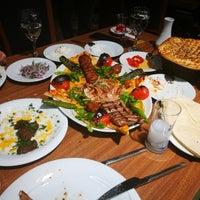 Foto tirada no(a) Çakıl Restaurant - Ataşehir por Osman Seferoğlu S. em 2/27/2018