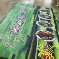 Photo taken at 竹林素食 Chuk Lim Vege by 🐵Karen T. on 7/12/2018