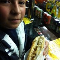 Foto tirada no(a) Hot Dog Pit Stop por Leonardo P. em 7/10/2013