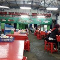 Photo taken at SIR Nasional Seafood by Buyung P. on 12/31/2014