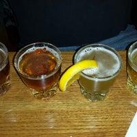 Foto diambil di Rock Bottom Restaurant & Brewery oleh Lori L. pada 10/13/2013