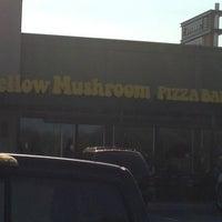 Photo taken at Mellow Mushroom by Lisa C. on 6/28/2013