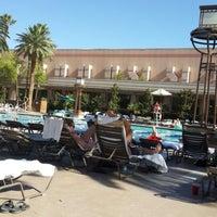 Photo prise au MGM Grand Pool par Zeynep G. le6/25/2014