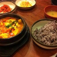 2/11/2013 tarihinde Valziyaretçi tarafından Buk Chang Dong Soon Tofu'de çekilen fotoğraf