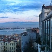 Foto tomada en Eleos por Ozge A. el 11/2/2012