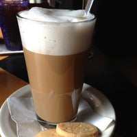 Foto tirada no(a) Empire Cafe por Yael em 12/3/2012