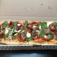 Photo prise au &pizza par Gary M. le6/24/2017