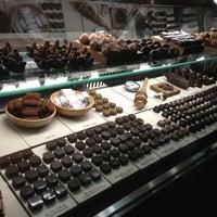 Foto tomada en SOMA chocolatemaker por Sammy O. el 11/17/2012