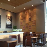 Photo taken at The Coffee Bean & Tea Leaf by Idagurl T. on 1/17/2013