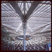 Photo taken at Shanghai South Railway Station by Stupid77 I. on 7/17/2013