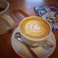Das Foto wurde bei Kamome Books von momo am 9/3/2015 aufgenommen