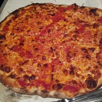 Photo taken at Frank Pepe Pizzeria Napoletana by RetailGoddesses on 5/27/2013