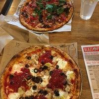 Снимок сделан в Blaze Pizza пользователем Teresa C. 1/12/2017