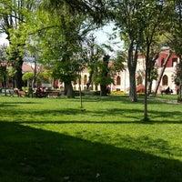 Photo taken at Bezmialem Vakıf Üniversitesi Havuzlu Bahçe by Nurcan Ç. on 4/30/2015