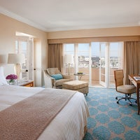 Photo taken at Four Seasons Hotel Los Angeles at Beverly Hills by Four Seasons Los Angeles C. on 10/11/2013