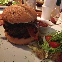 รูปภาพถ่ายที่ Big Kahuna Burger โดย Luiz M. เมื่อ 5/5/2013