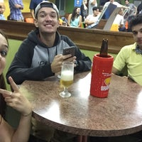 Foto tirada no(a) Bowling Bar por Tracy F. em 3/12/2016