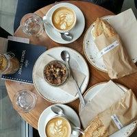 Das Foto wurde bei Café Jonas Reindl von Alex M. am 2/18/2016 aufgenommen