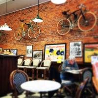 Photo prise au Newberry Bros. Coffee par Carmen L. le11/29/2014