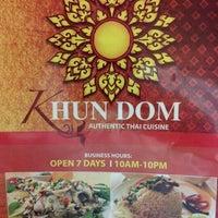 รูปภาพถ่ายที่ Khun Dom โดย Andrew P. เมื่อ 12/12/2012