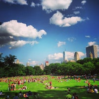 Foto tirada no(a) Sheep Meadow por John L. em 6/15/2013