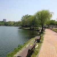 Photo taken at Ohori Park by としパパ on 5/12/2013