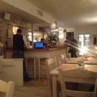Das Foto wurde bei Taverna Molos von Ilona K. am 10/30/2012 aufgenommen