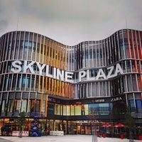 Das Foto wurde bei Skyline Plaza von Tom N. am 11/1/2013 aufgenommen
