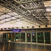 2/23/2013 tarihinde Tom N.ziyaretçi tarafından Terminal 2'de çekilen fotoğraf