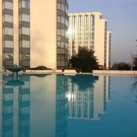 2/6/2013 tarihinde Mustafa S.ziyaretçi tarafından Swissôtel Swimming Pool'de çekilen fotoğraf