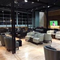 Foto tirada no(a) LATAM VIP Lounge por Sergio M. em 6/14/2015