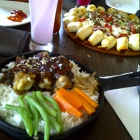 Photo taken at Pizza Hut by Dita A. on 11/1/2012