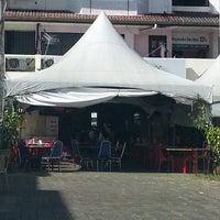 Photo taken at D'Lengkuas Restoran Selera Kampung by Afdhalila N. on 2/16/2013