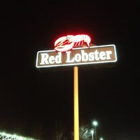 Photo taken at Red Lobster by Mariane M. on 2/21/2013