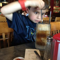 Photo taken at Fuddruckers by Isabel L. on 4/6/2013