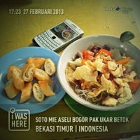 Photo taken at Soto Mie Aseli Bogor Pak Ukar Betok by rhozo d. on 2/27/2013