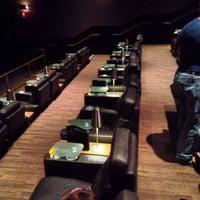 Photo prise au Cinepolis Luxury Cinemas par Efrain G. le5/13/2013