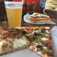 11/15/2014にEfrain G.がSicilian Thing Pizzaで撮った写真