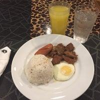 Photo taken at Kabayan Hotel by Ariya V. on 8/13/2017