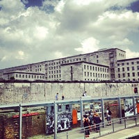 Photo prise au Baudenkmal Berliner Mauer | Berlin Wall Monument par Antonio G. le7/20/2013